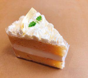 【シーホン】 シフォンケーキのスポンジ生地に生クリームをコーティングした、ふわっふわのケーキです。